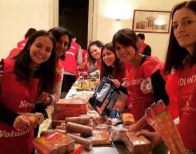 Decenas de bolsas de comida fueron el resultado de la campaña de Navidad y Reyes 2014/2015