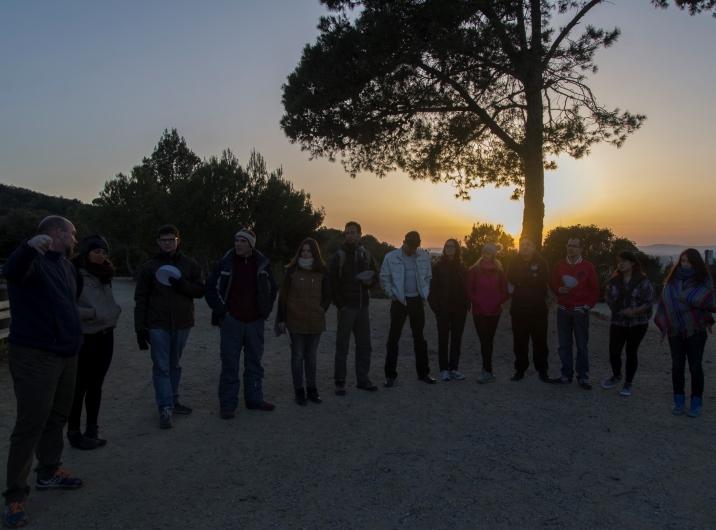 Los participantes del taller de astronomía de Nueva Acrópolis Barcelona en el Collserola.