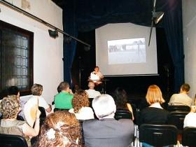 """Charla sobre """"La sabiduría a través de la lente""""  en Granada"""