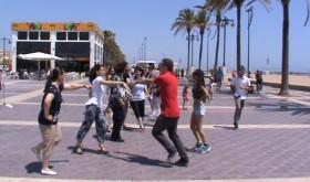 Bailes en el paseo marítimo de Valencia para celebrar el Día de la Música