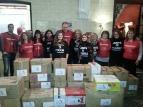"""Nueva Acrópolis Valencia y la ONG """"Junts sí podem"""" ante el final de la campaña de recogida de ropa y mantas"""