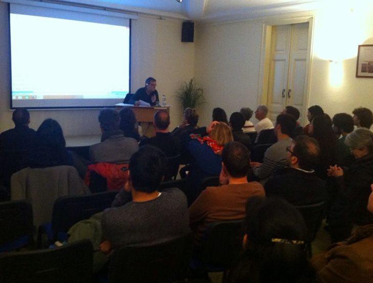 Dr. Miguel Ángel Granada en su charla en Nueva Acrópolis Barcelona.