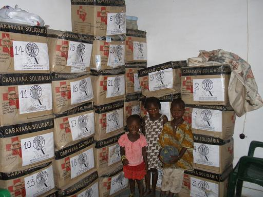El material escolar donado llega a su destino en África