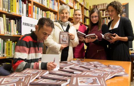 """Firma del libro """"Paideia: Aristóteles y la enseñanza de la filosofía""""."""