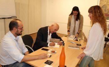 Presentacion libro Juan Manuel de Faramiñan, La memoria de las Piedras, firmas, Acropolis Almeria